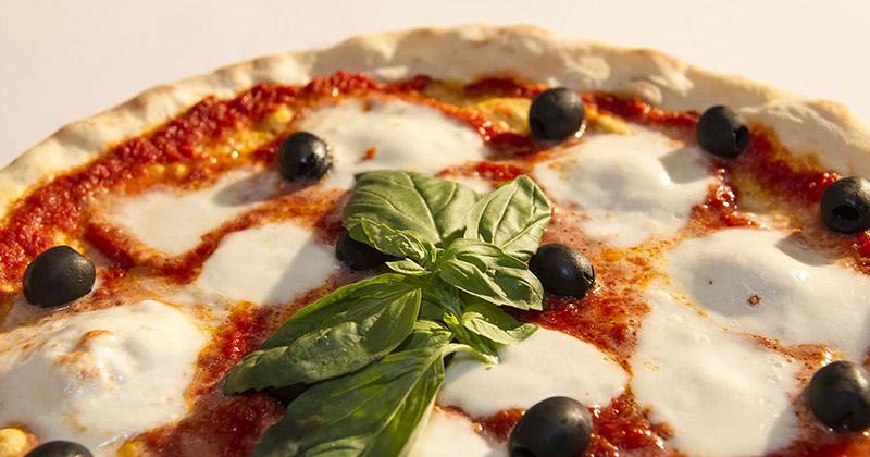 Impossibile resistere alla pizza! Vieni a provarla al Fuorirotta!